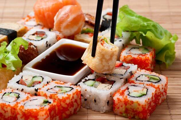 How to eat sushi traditional Japanese food