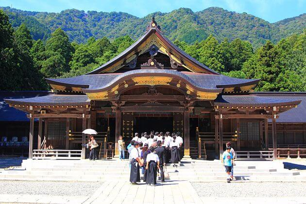 Yahiko Shrine Niigata shore excursions